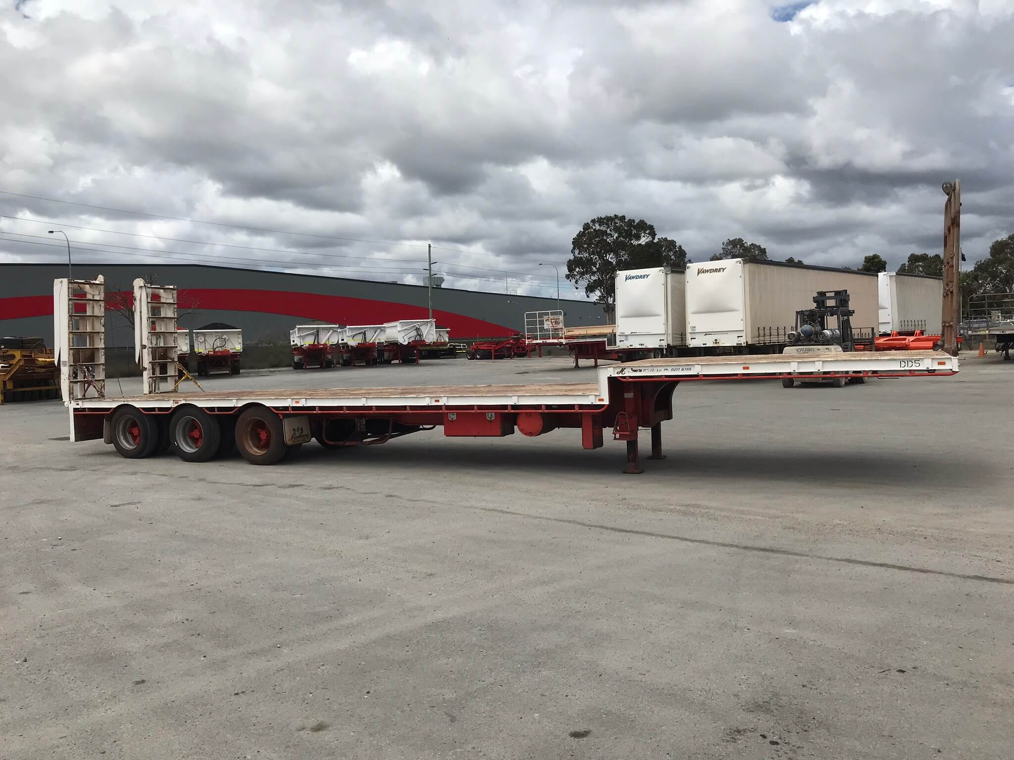 USED GTE 2002 DROP DECK WITH RAMPS